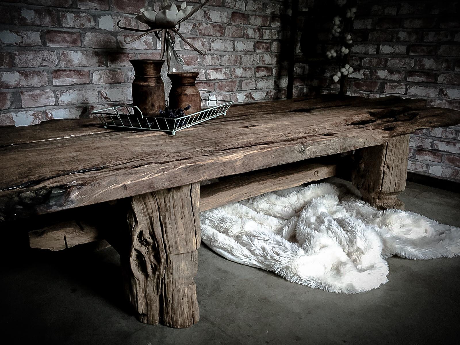 oud eiken salontafel op ambachtelijk vervaardigd