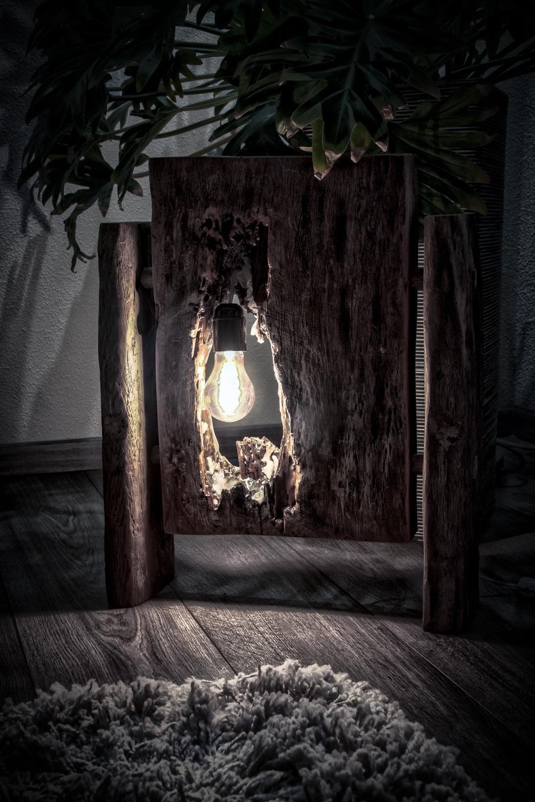 Oud eiken lamp met epoxy