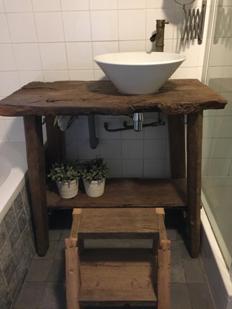 oud eiken badkamermeubel